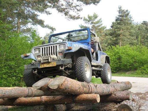 Jeep op Wip, in evenwicht
