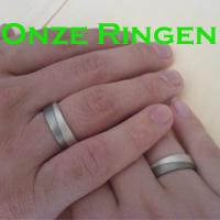 Ringen die erik en ik aan elkaar hebben gegeven toen we een jaar hadden ! Staat in: [naam] 09.08.200