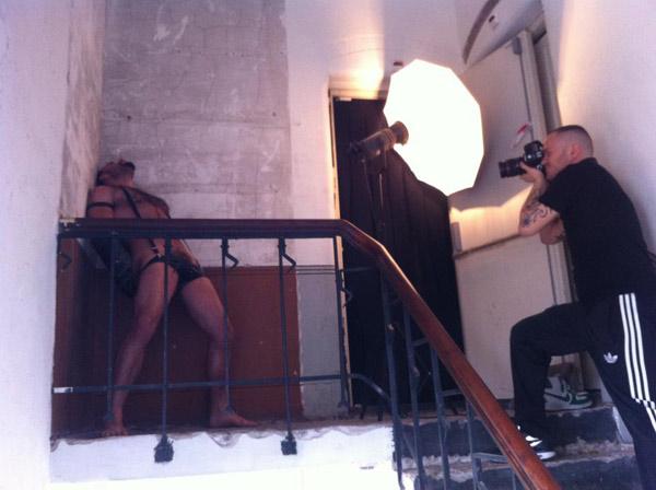Shoot met Bruno Knight in een verlaten grachtenpand.