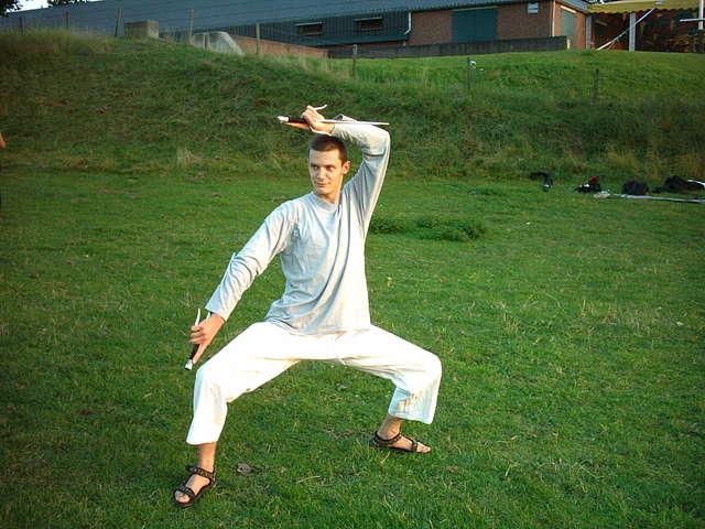 buiten trainen met kobudo