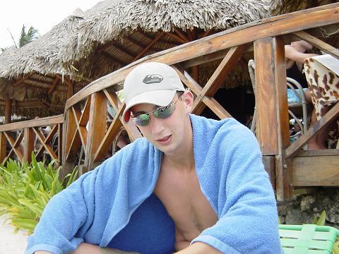 ik op het strand van de dominicaanse republiek, beetje brak
