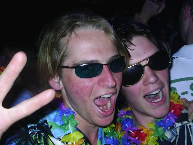 Dimitri en ik op stunt feest.... *AAAH*