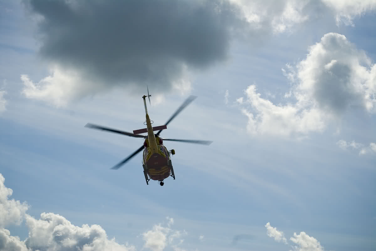 helicopter in vlucht.