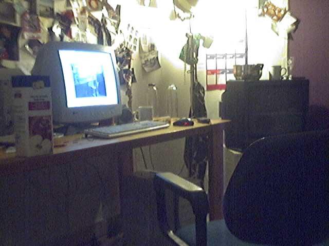Mijn werkplekje... met internet tegenwoordig!
