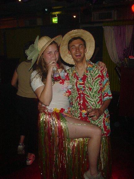 Mijn zusje Anne-Joke is lid van Mesa Cosa en daar hadden ze een P feest. Wij gingen als... Toeristen