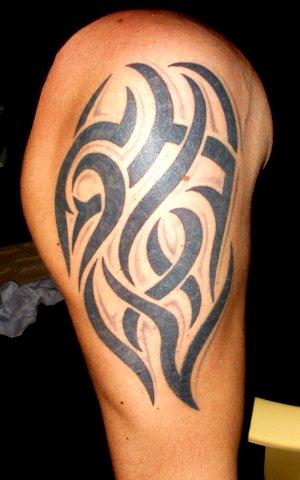 tattoo op rechterarm...