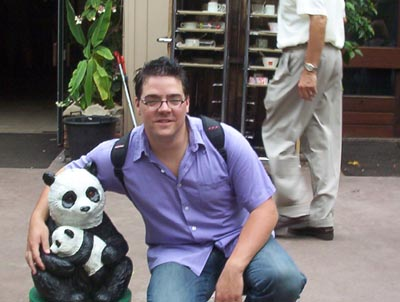 Ik op de foto met een panda ;)