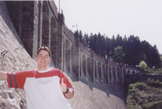 """Dam in de Ardennen met bordje """"verboden toegang""""....."""