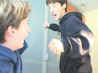 Ik ben een beetje boos op mn broertje....:)