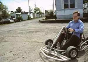 Met een kart in het trailer park racen!