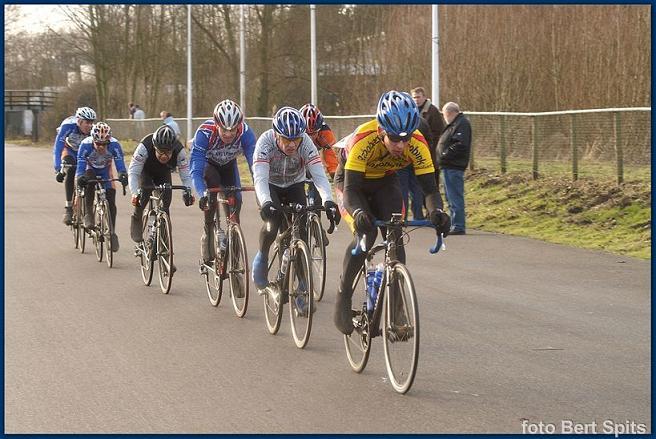 2006 Voorjaarscompetitie, in kopgroep (zwarte helm)