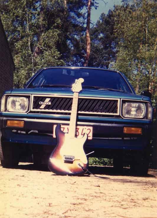 Mijn eerste auto en mijn derde gitaar.