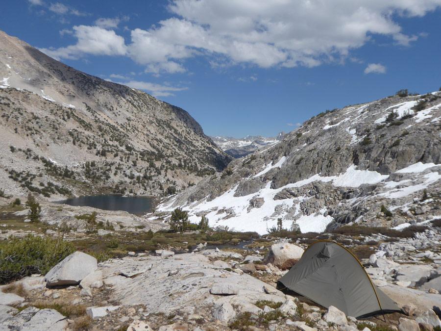 Kamperen op de Pacific Crest Trail near Muir Pass, Sierra Nevada (California)