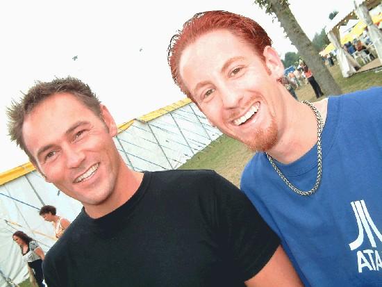 Op Dancepop2003 met collega Patrick