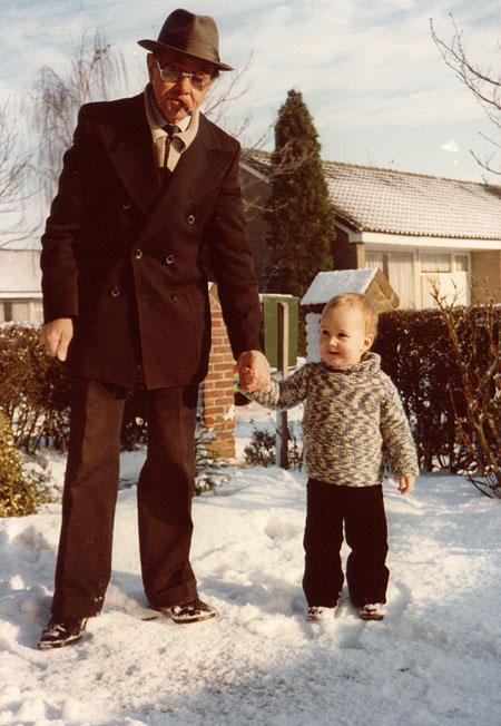 Ik en O+ opa O+ in trui van O+ oma O+.