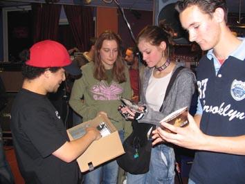 Met Brian van Green Lizard op de foto! Single laten signeren